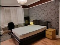 Close to Wood Side Station / Big room for couples / Bills inclusive