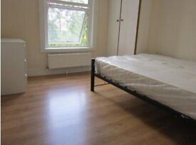 3 bedroom flat on Hammersmith Grove, W6, £400