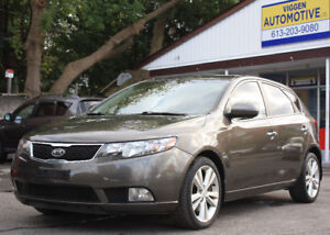 2011 Kia Forte 2.4 SX 6-sp**leather**sunroof**beautiful car