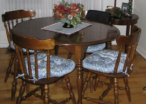 Kitchen/Dining Table & Chairs Solid Maple $285.00