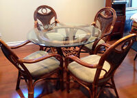 Dining tabe and 4 chairs