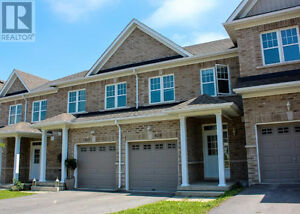 Newer Townhouse in RiverPark by the Water between Downtown & 401