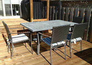 Foldable Patio Dining Table and 4 Chairs and Cushions