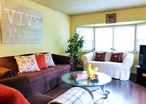 CUTE COUNTRY COTTAGE Vancouver Sleeps 5 Vacation Rental