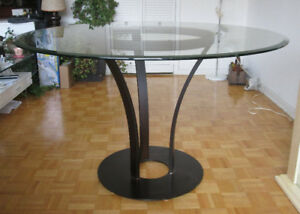 Gorgeous Modern Glass Dining Table – Excellent Condition
