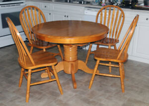 Dining Room table and 4 chair set