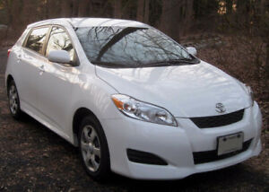 2010 Toyota Matrix White Hatchback