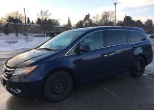 A beautiful navy blue 2014 Honda Odyssey Touring, Fully Loaded