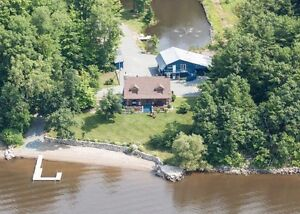 Incredible waterfront log home on the Ottawa River