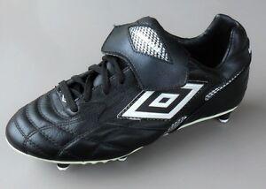 UMBRO NOVA T6R Chaussures de Football Noir Argent Blanc pointure 40 / 6.5 UK - France - État : Neuf avec emballage: Objet neuf, jamais porté, vendu dans l'emballage d'origine (comme la bote ou la pochette d'origine) et/ou avec étiquettes d'origine. ... Marque: Umbro EAN: Non applicable - France