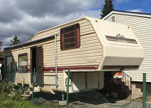 FOR SALE   5 th wheel camping trailer