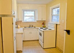 ** Desirable Welland ON! – Large, Spacious & Renovated 2 bdrm!**