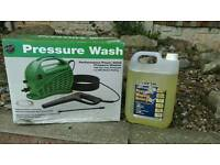 Pressure washer and cleaning fluid