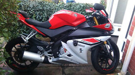 Red 2015 Yamaha YZF R125 ABS low mileage, excellent condition