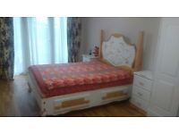 En-suite room with Spacious King size bed and close to Greenford station , at cheap rent