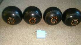 Thomas Taylor lignoid size 4 bowls. Short mat lawn indoor measure