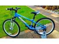 """Carrera Luna Mountain Bike 24"""" wheels - Blue and White - 21 speed grip shift -Excellent condition"""