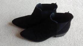 Lovely pair of size 7/41 ladies black pull on suede boots in new condition hardly worn