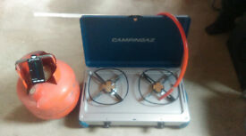Camping stove and gas bottle with magnetic gas level indicator