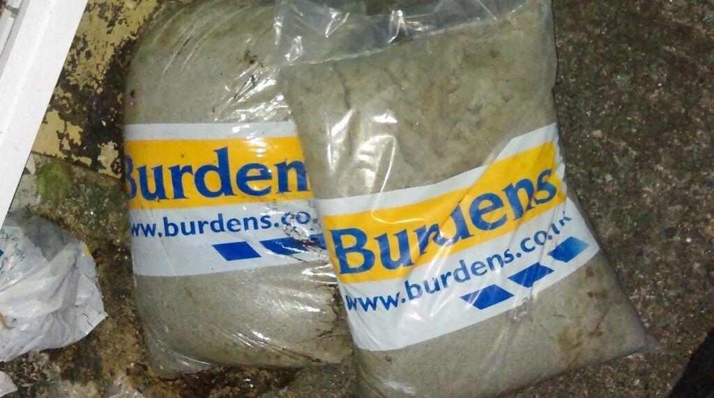 Burdens bags of cement / concrete mix