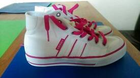 Adidas trainers size 5 worn once indoor