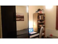 Large Single Room in Clean house Battersea 2 min walk from Clapham Junction Station