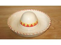 TORTILLA AND DIP BOWL IN THE SHAPE OF A SOMBRERO