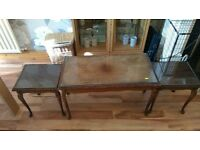 Nest of tables, 1 large and 2 side tables with glass tops