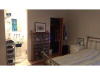 Room in Double bedroom flat, EALING BROADWAY, SPACIOUS!