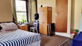 Studio flat, available now for a professional/student couple/single person, 5 mins walk city centre