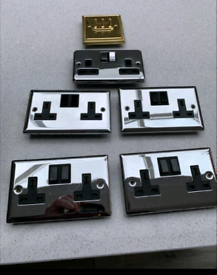 Sockets (5) and switches (2)