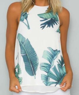 Size 8 brand new leaf print top