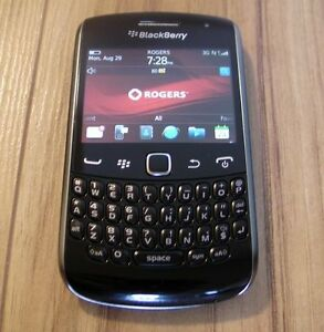 TRES BONNE CONDITION UNLOCKED BLACKBERRY CURVE 9360 ($50).......