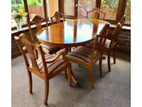 6 Seater dining table with pull-out extension - very good condition