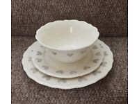 AMORE HEART EARTHENWARE 12 PIECE DINNER SERVICE - NEW! Collection Only