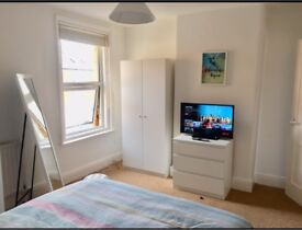 Newly furnished double room in town centre