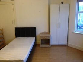 ROOM AVAILABLE IN LIVERPOOL STREET