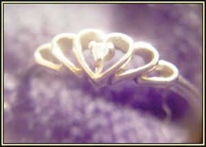 10 kt Heart Ring with Small Diamond