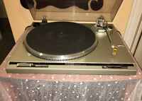 Beautiful Automatic Direct Drive Turntable by TechnicsSL-Q20