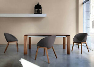 extendable Domitalia table: wood frame, in several finishes