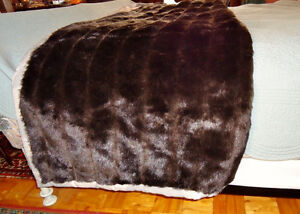 FAUX FUR BED THROW West Island Greater Montréal image 3