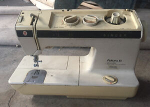 Vintage SINGER Futura II Model 920 Two Way Sewing  Machine