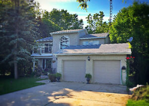 Gorgeous Home with 1 acre treed lot 25 mins from London, ON