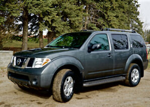 ONLY 5959.00 SELLING THIS LONG WKD! 07 NISSAN PATHFINDER LOW KM