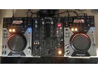 2x Pioneer CDJ400 & Pioneer DJM400 Mixer + Pioneer SE-M290 Headphones