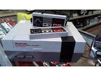 NINTENDO NES OLD SCHOOL CONSOLE WITH 2 CONTROLLERS