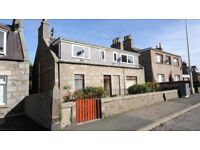 1 bedroom furnished flat to rent with parking space in drive.
