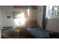 £350P/M Room to Rent, Includes all utility bills (FOR STUDENT)