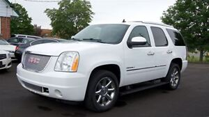 2011 GMC Yukon DENALI * 8 PASSENGERS *  AWD * LEATHER * NAVIGATI