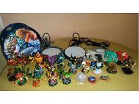 XBOX 360 Disney Skylanders , Giants , spyros adventure ...figures and 3disc
